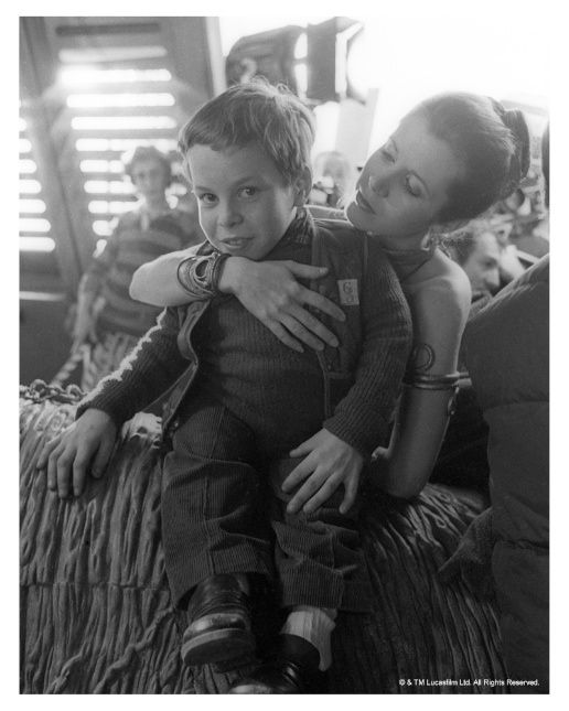 A young Warwick Davis together with Carrie Fisher on the ... How Old Is Princess Leia In Star Wars Rebels