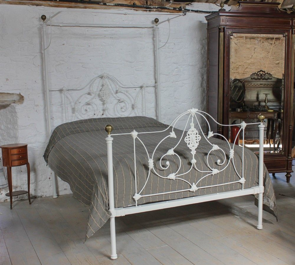 Pretty Victorian half tester king size. C1890 King size