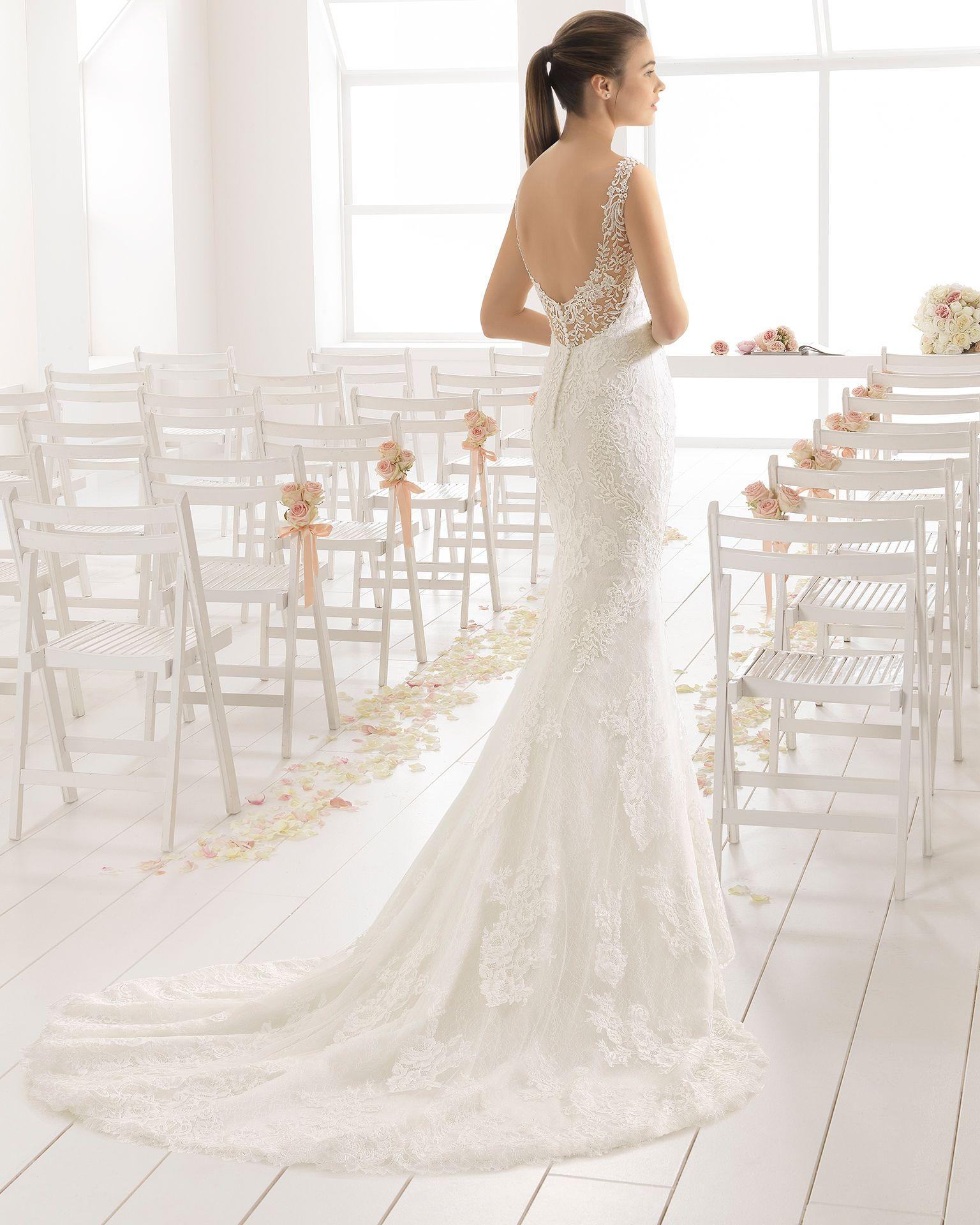 a972a2b4e9 Vestido de novia sirena de encaje, con escote corazón y espalda  pronunciada, en color natural/nude.