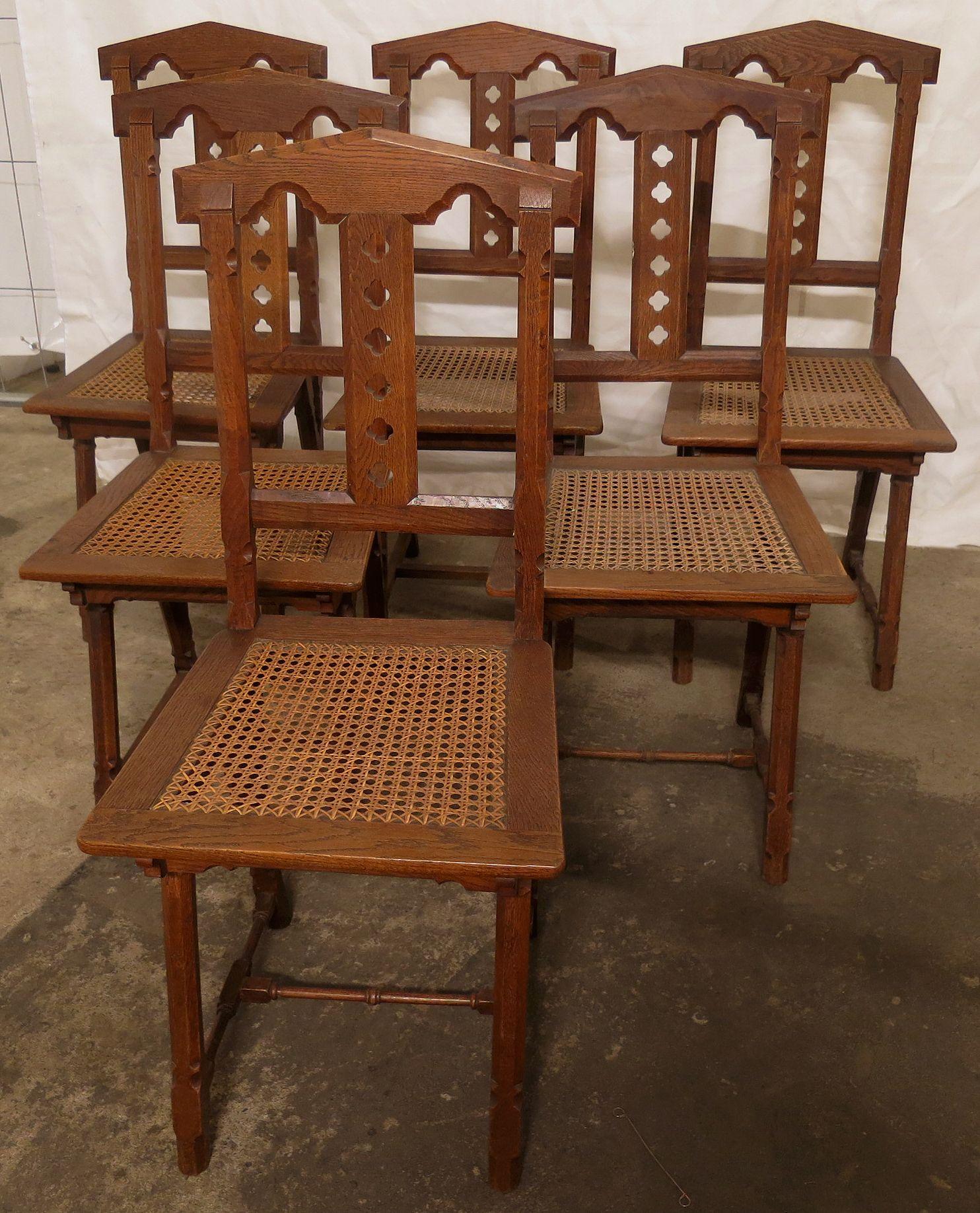 Sechs Stühle Sitzfläche aus Bastgeflecht  Epoche : Neogotik Holzart : Eiche Kennung : Nr. 044