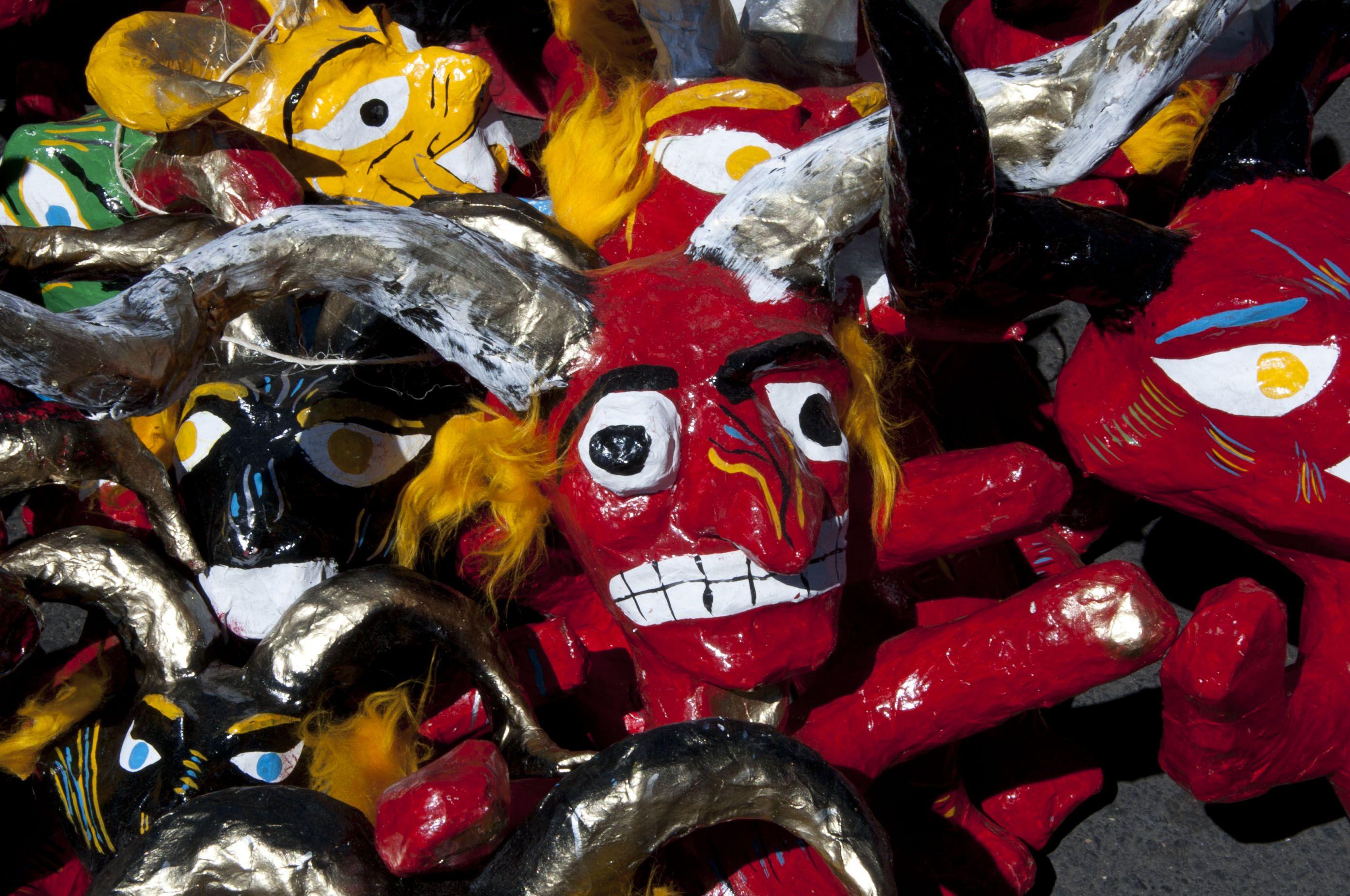 Mexican paper mache vintage judas sculpture folk art at 1stdibs - Figuras De Cart N En Forma De Diablo Y Otros Personajes Nombrados Judas Que Tradicionalmente Se