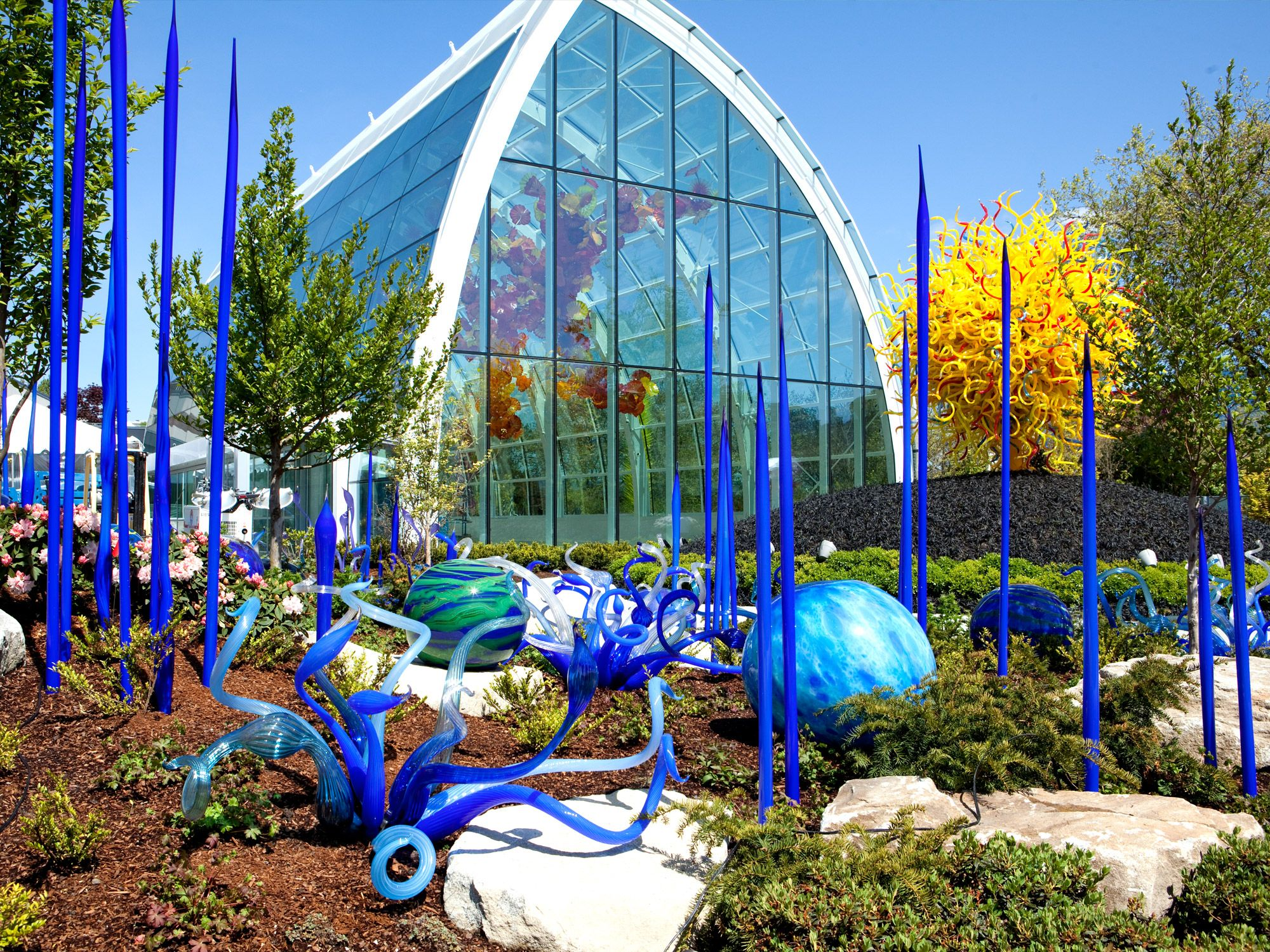 located at seattle center chihuly garden and glass includes an exhibition hall the centerpiece glasshouse and a lush garden - Chihuly Garden And Glass Seattle