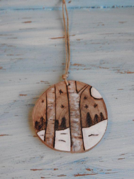 Ornement en rondelle de bois naturel, avec corde en ficelle nature - peindre un mur en bois