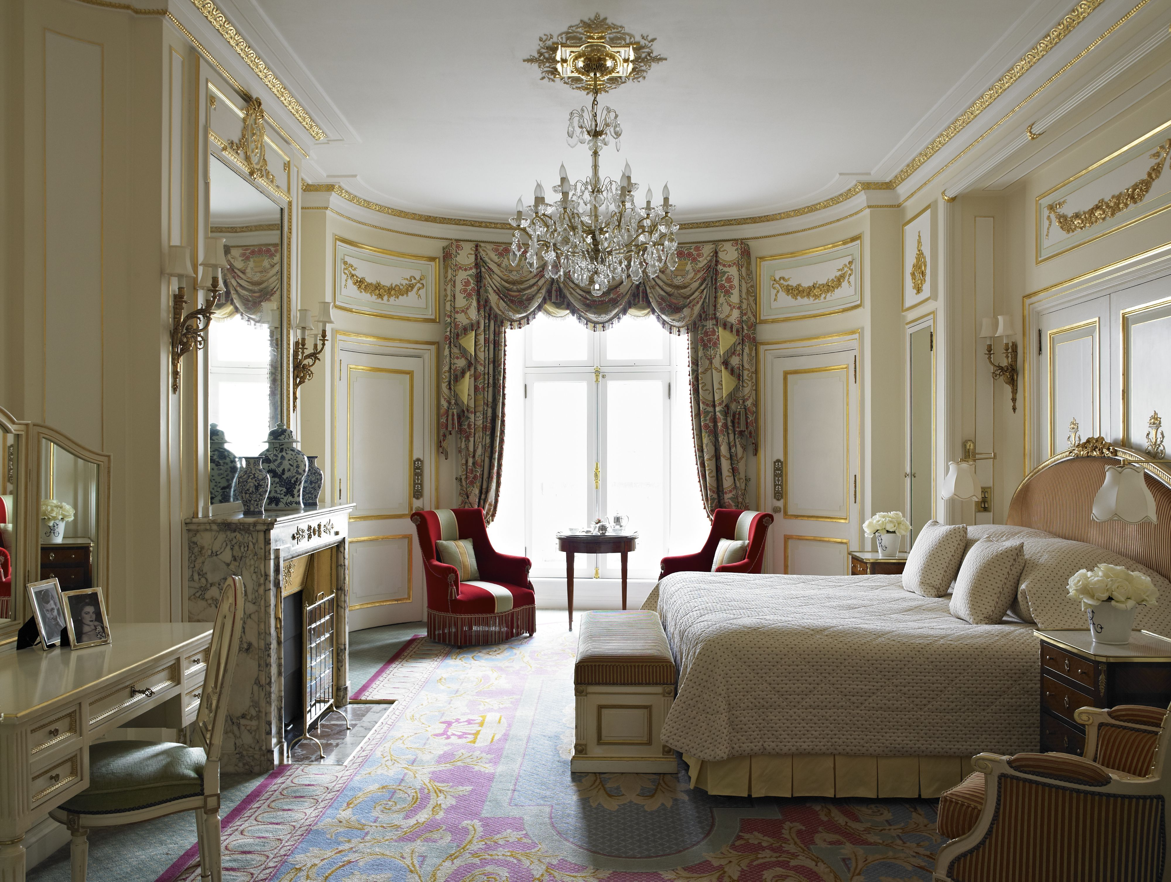 The Trafalgar Suite offers a beautiful and regal drawing room, an ...