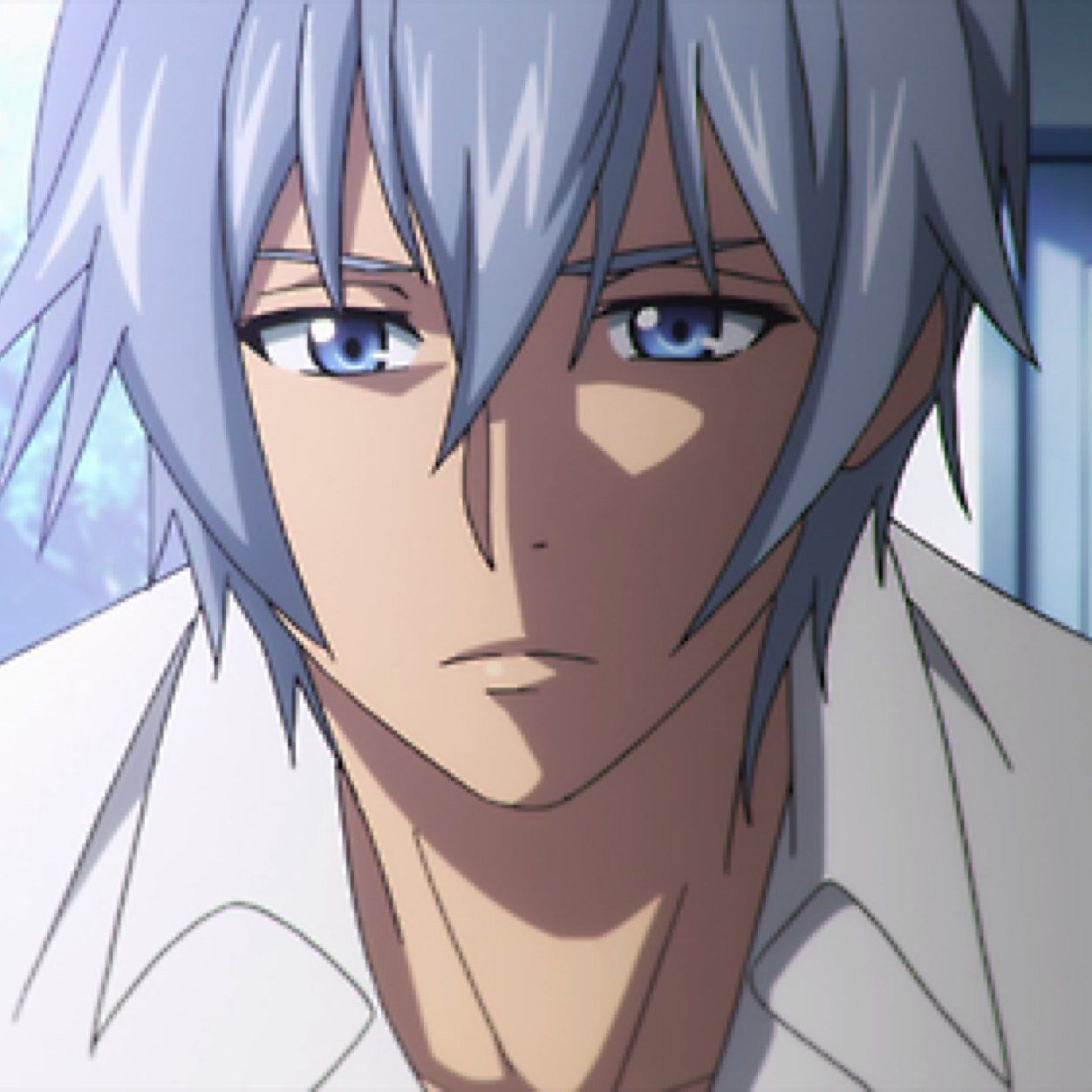 Akatsuki, Kojou.. blue/red eyes, and bluish silver hair.