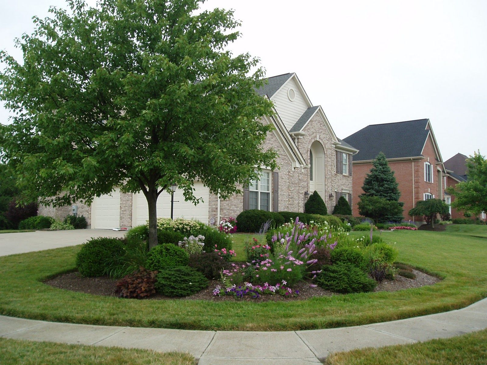 Brick exterior large corner lot with beautiful landscaping for Large lot landscaping ideas