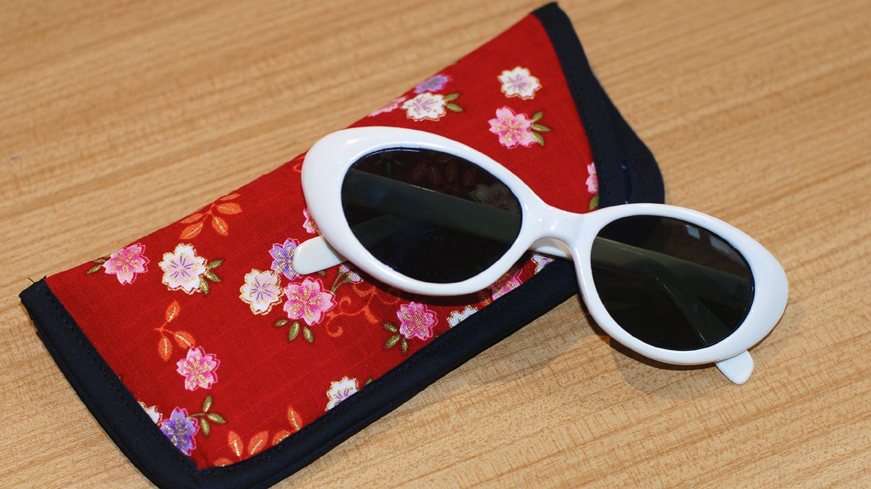 Yoshiko Klein zeigt uns, wie einfach, aber wunderschön ein Brillenetui zu nähen…