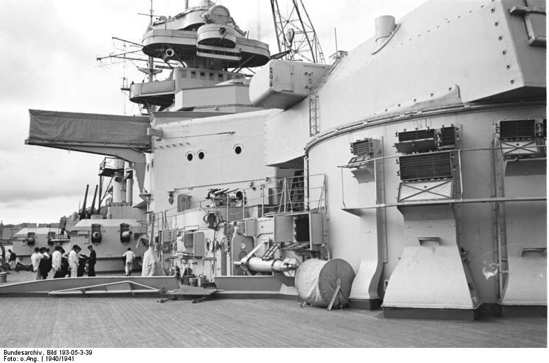 戦艦ビスマルクを間近で見る壁紙