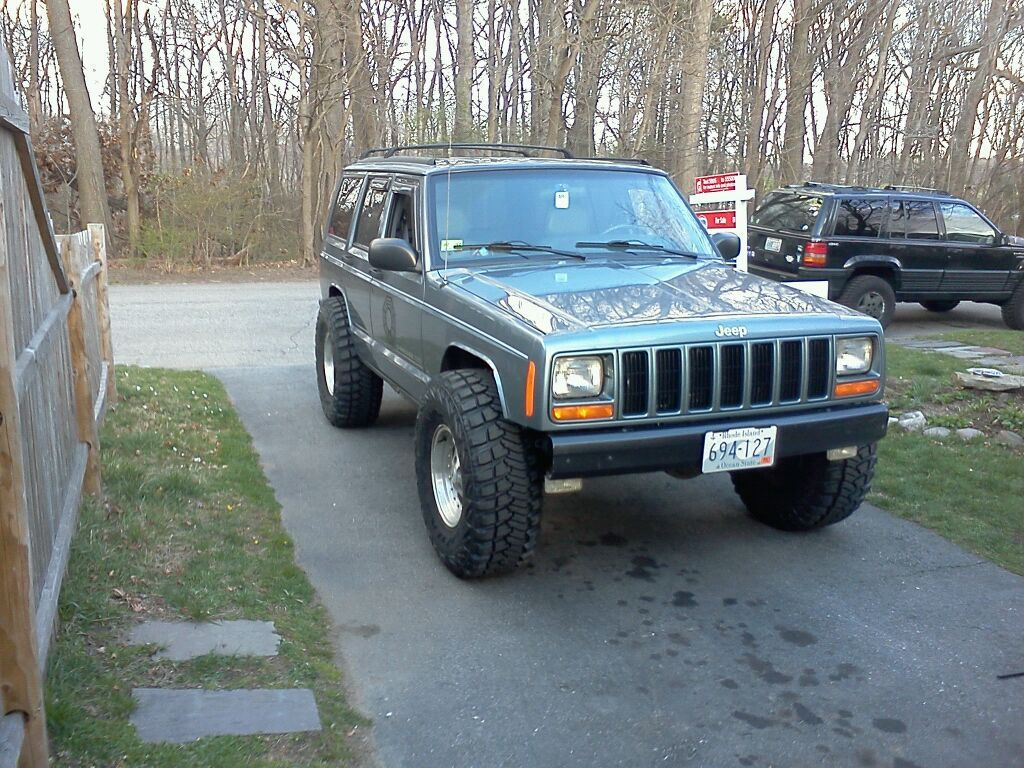 Stock And 33s No Trimming Jeep Cherokee Jeep Cherokee Xj Jeep Suv