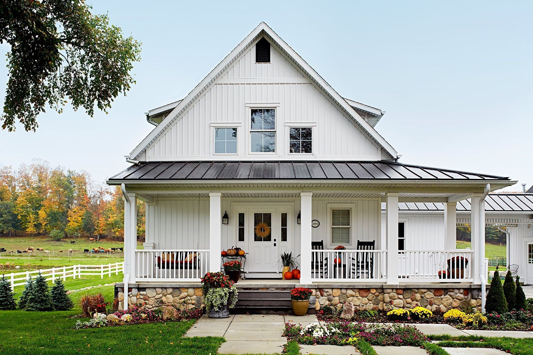 35 Modern Farmhouse Exterior Ideas In 2020 Modern Farmhouse Exterior Farmhouse Style House Farmhouse Exterior