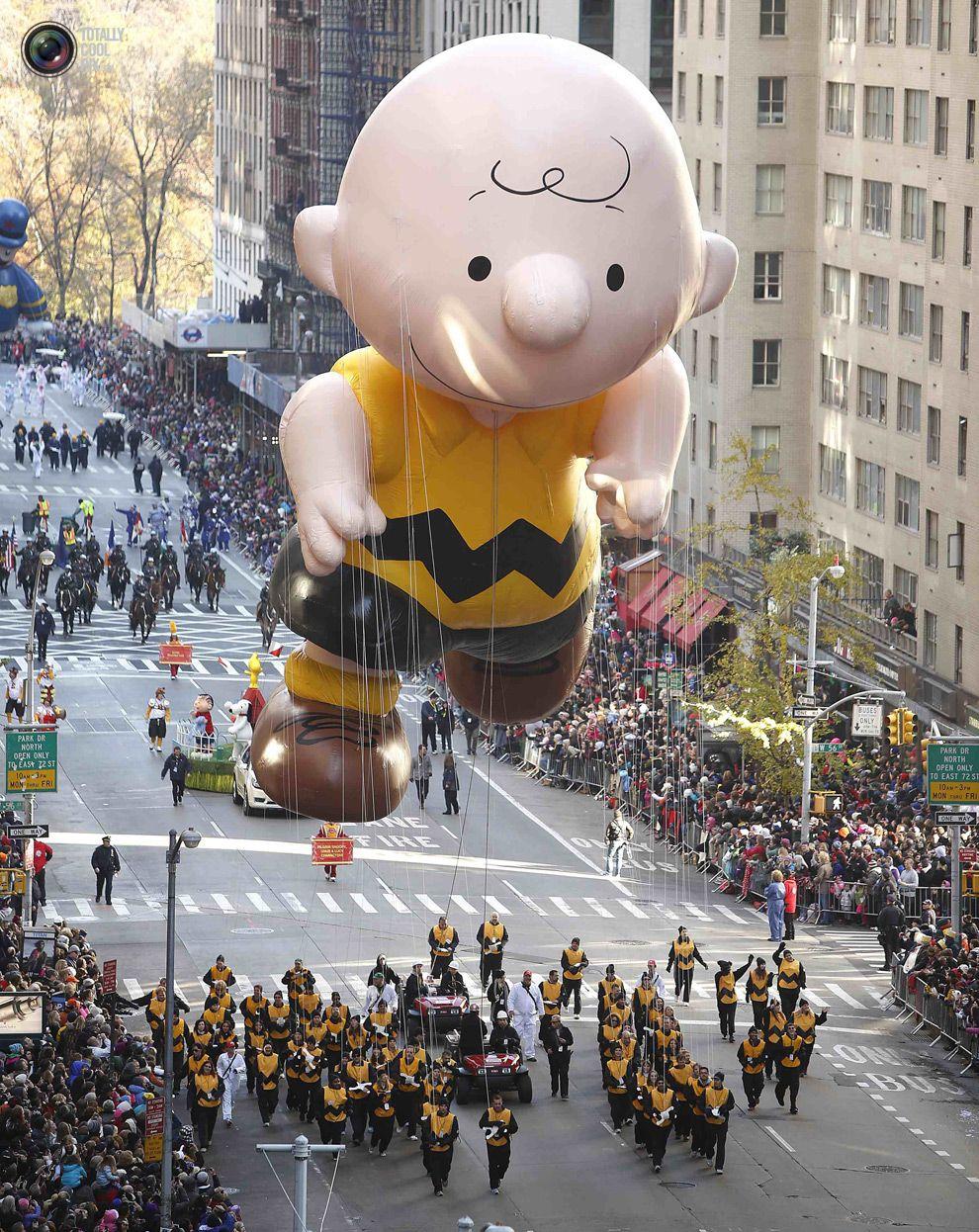 Macys Balloons Clowns Gather As The Sun Rises Over The Macy S Thanksgiving D Macy S Thanksgiving Day Parade Thanksgiving Day Parade Macys Thanksgiving Parade