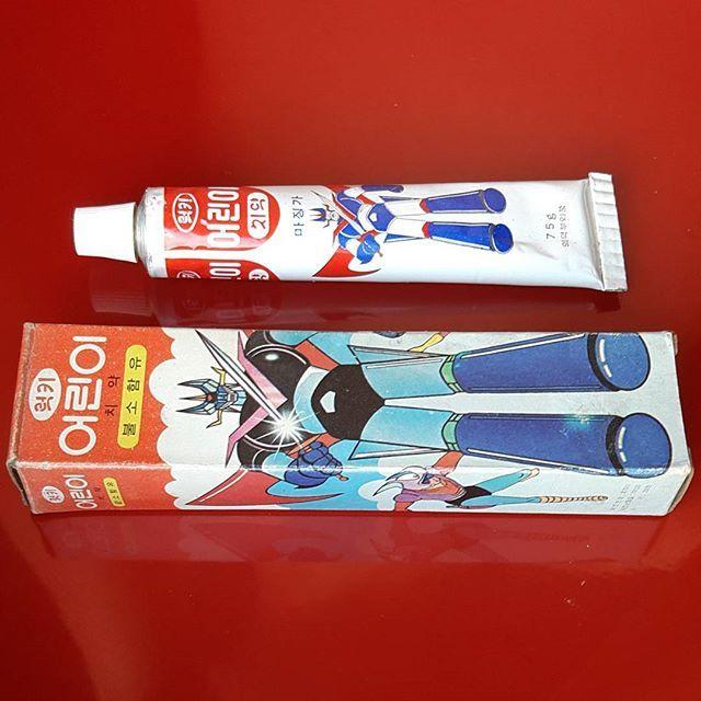 since1979 made in Korea mazinger-z toothpaste. /1979년 마징가제트 럭키 어린이치약.  충치를 막아주는 불소가 함유되어있다는 광고는 당시 어린이들에게 호기심의 대상이였다.  #since1979#madeinKorea#mazingerz #toothpaste#Luckytoothpaste #vintage#mazinger  #マジンガー #ポピー#超合金  #goldorak#jumbomachinder  #figure  #toy #shogunwarriors #collection #1979년#마징가제트#럭키치약#럭키어린이치약#그랜다이져 #마징가 #고전 #빈티지 #그레이트마징가 #수집 #피규어 #초합금#치약