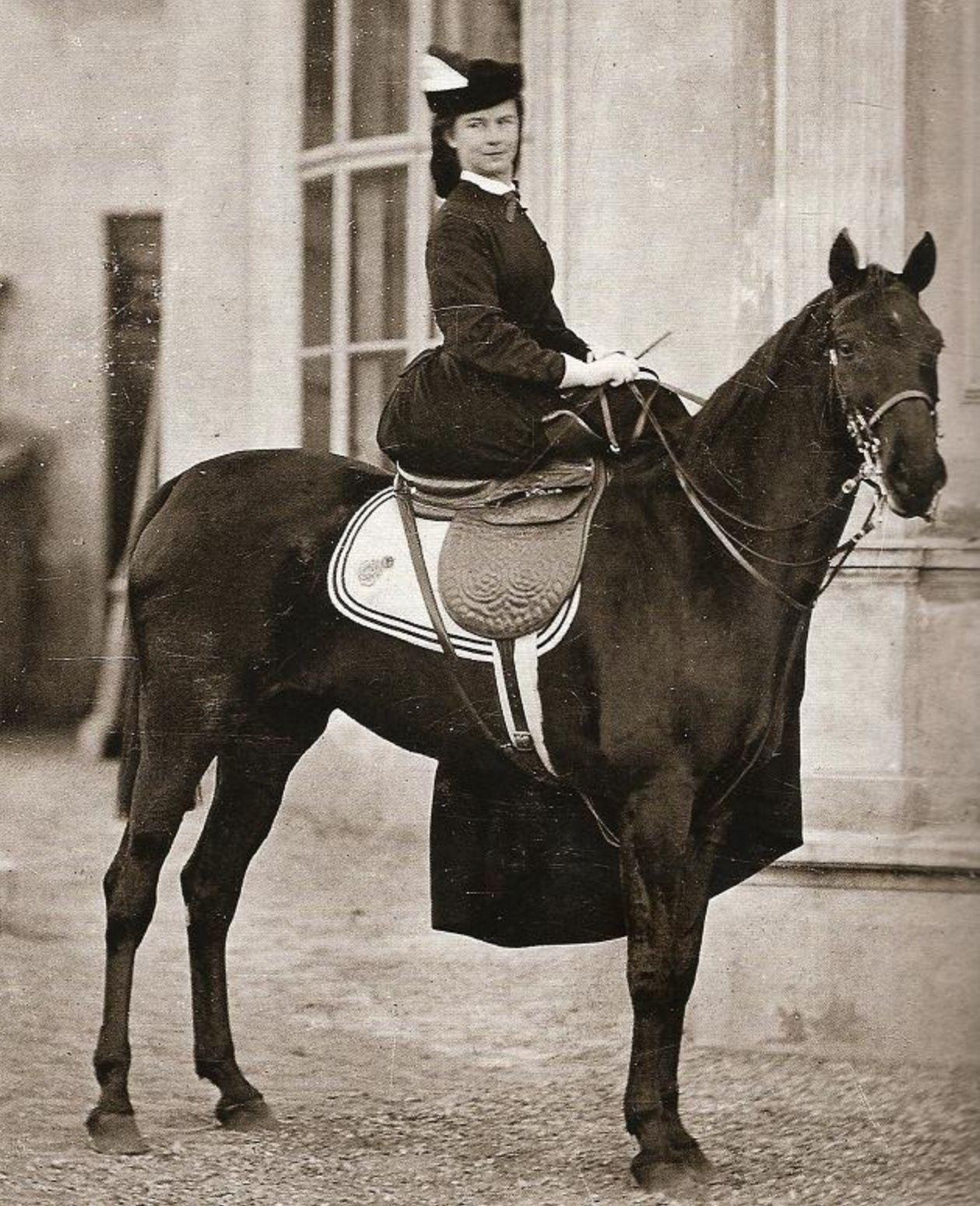 La emperatriz Sissi, cuñada de Carlota. | Sissi, Carlota's sister in law.