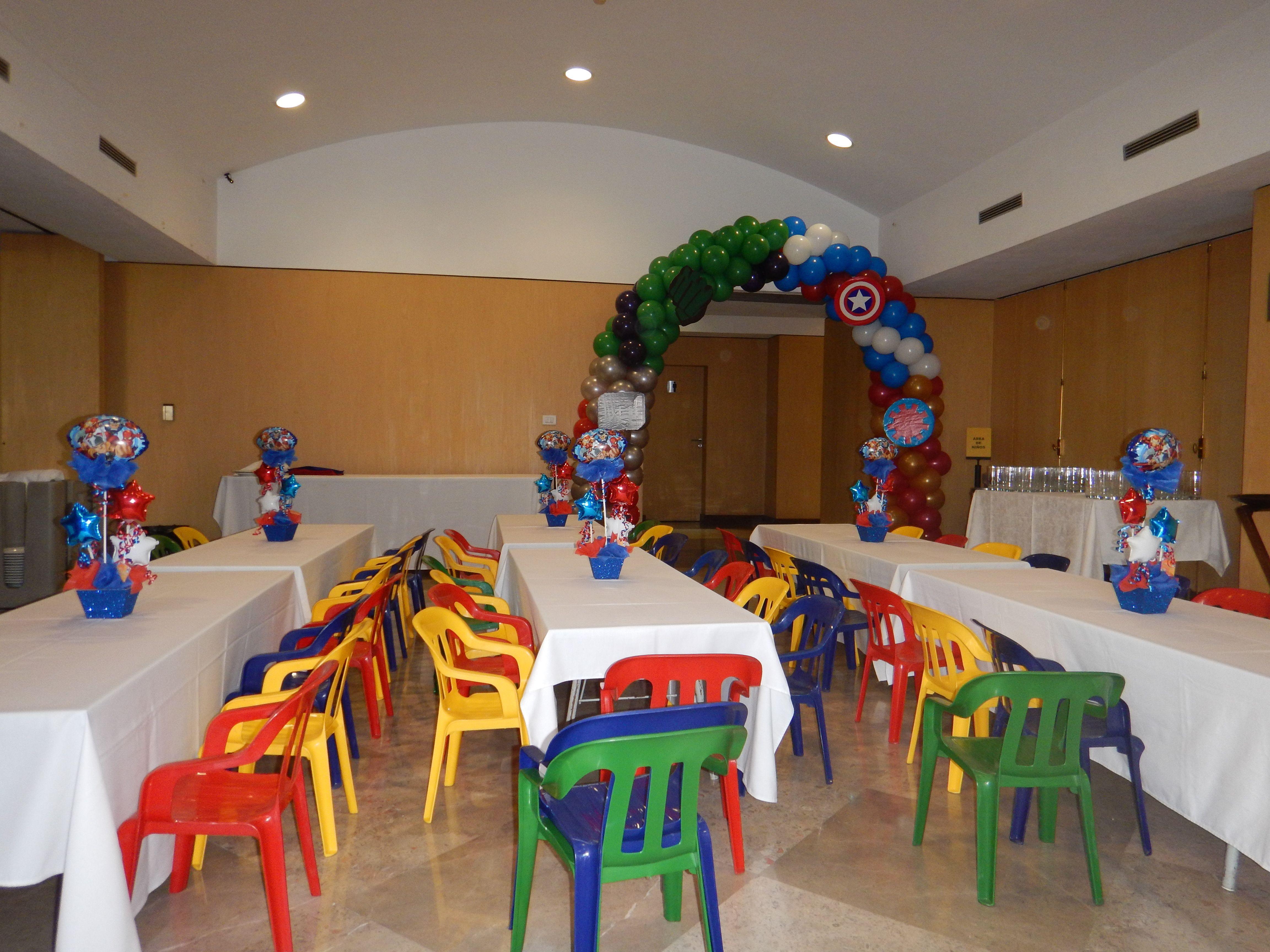 Arco de globos avengers y centros de mesa capit n am rica - Decoraciones de salones ...