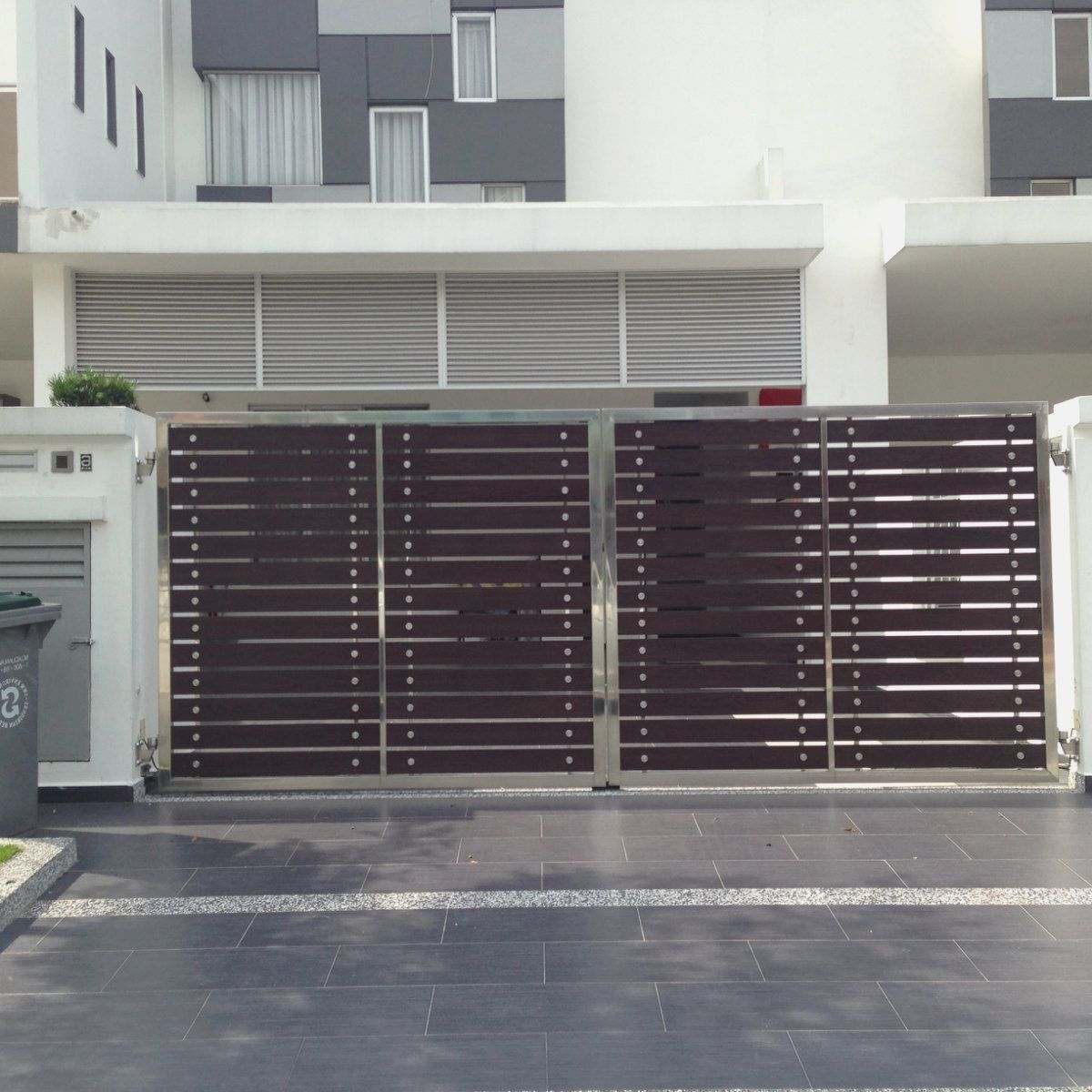 Main gate design in stainless steel stainless steel main for Main gate door design