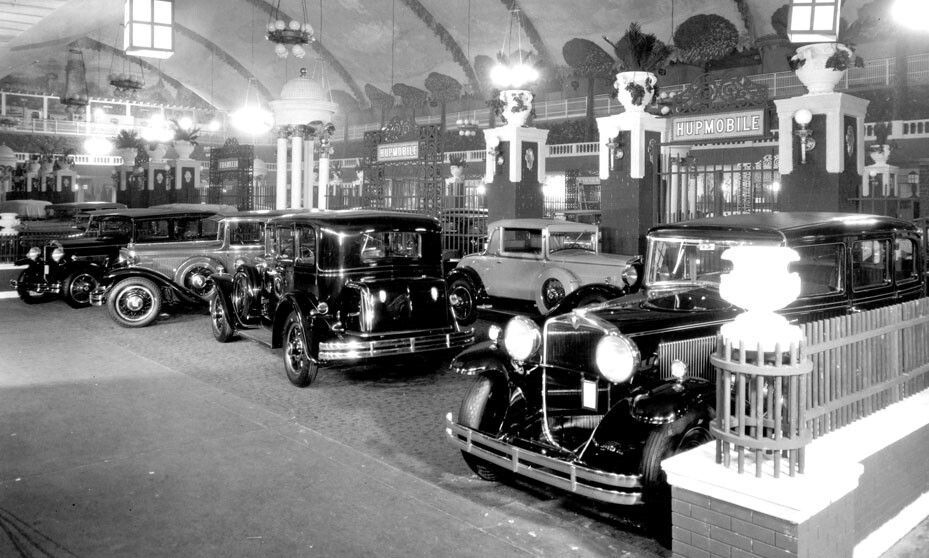 1930 Chicago Auto Show (With images) | Retro cars, Classic cars ...