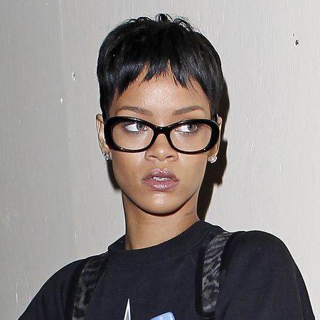 15 Celebs That Rock Awesome Glasses | Celebrity short hair, Short hair  styles, Afro hairstyles