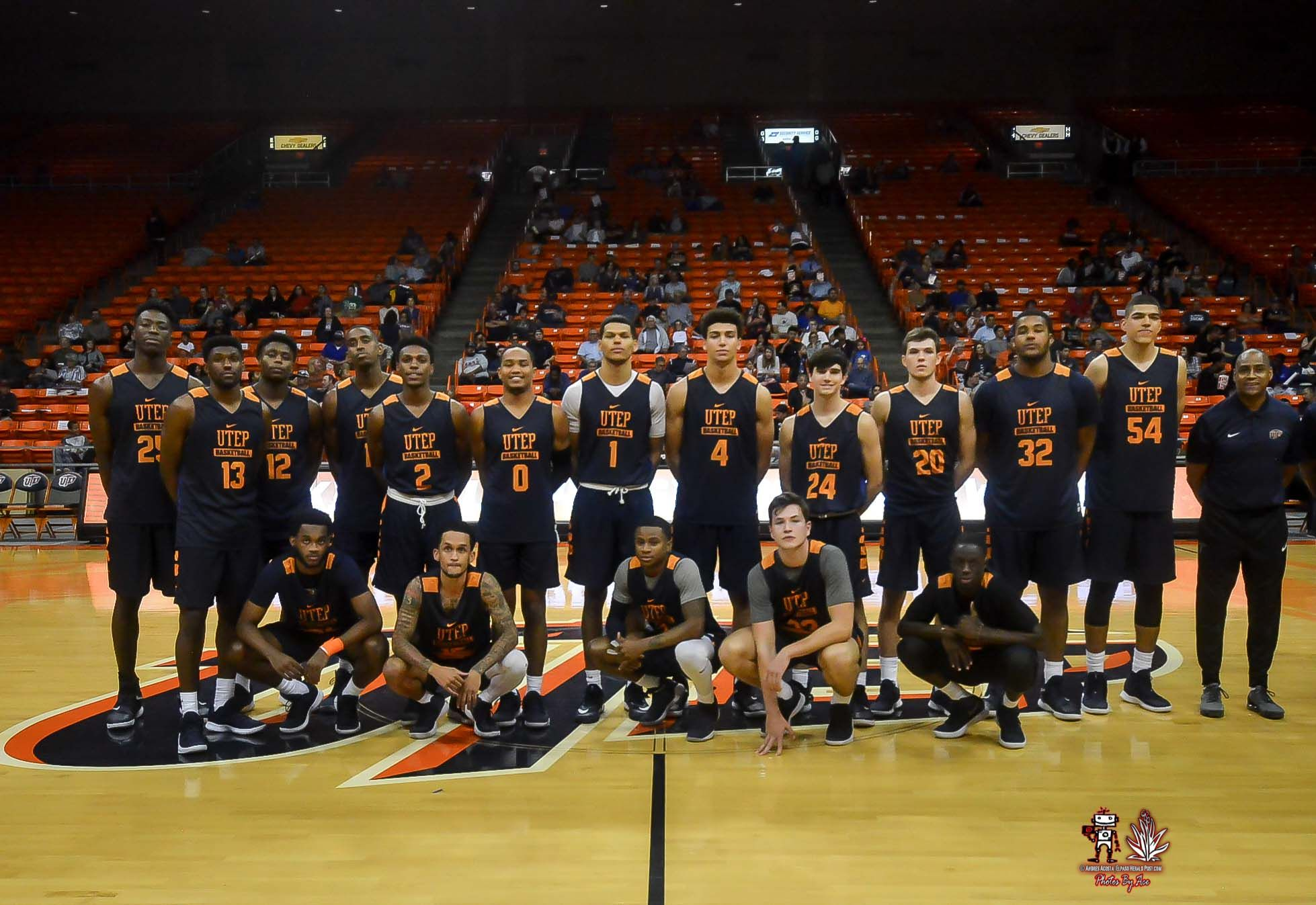 Both The Utep Miner Men S And Women S Teams Were In Action Wednesday Night As They Hosted Their Basketball Showcase Womens Basketball Basketball Men