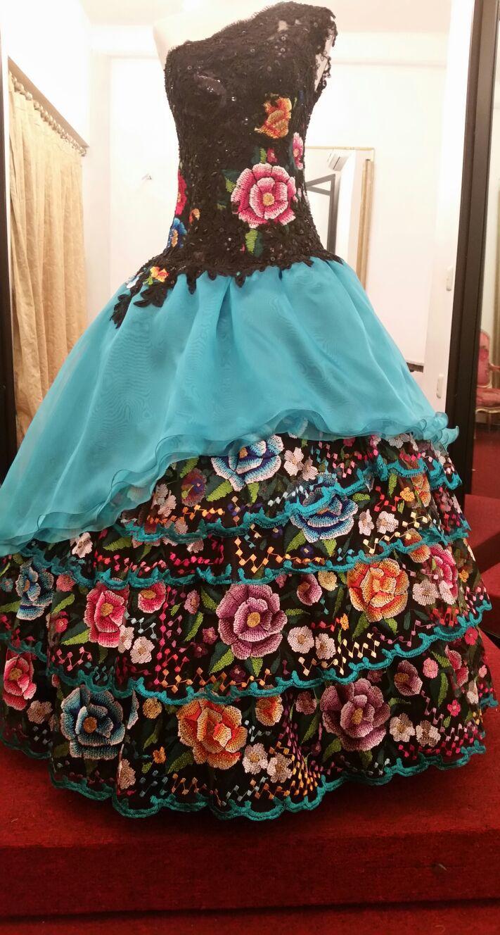 Vestido Pacomayorga Para Xv Años Con Bordado étnico