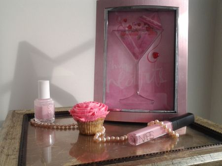 DIY Valentine's Day Picture Frame Decor- Found at Satisfyingdesigns.com