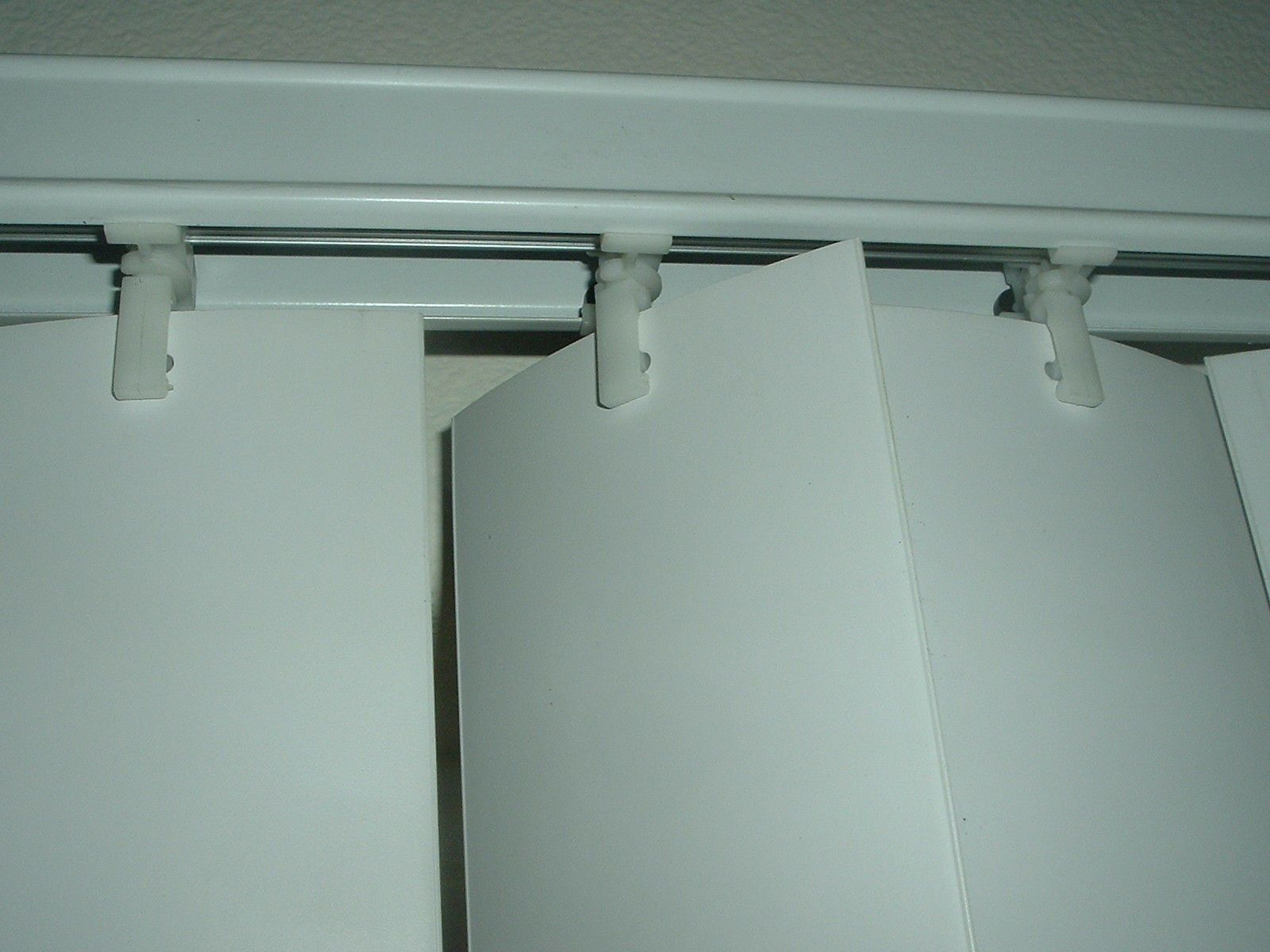 How To Fix Crooked Vertical Blinds Cleaning Blinds Vertical Blinds Curtains With Blinds