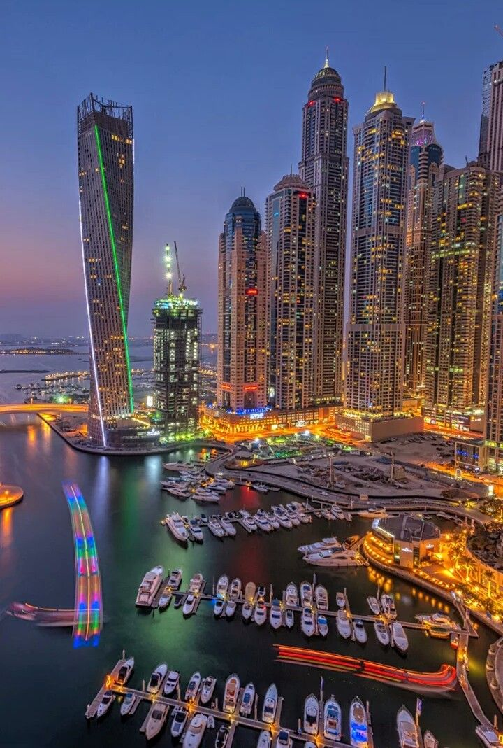 Dubai Marina Et L Emblematique Tour The Curve Et Ses