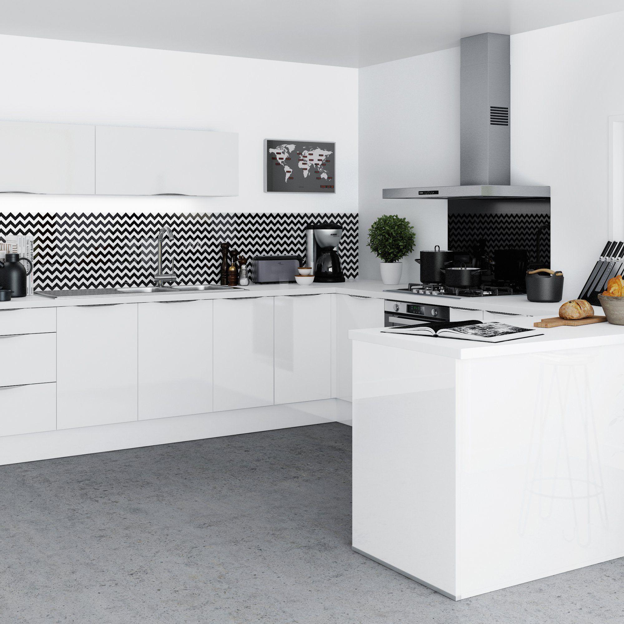 Cuisine Blanche Laquee Avec Credence Geometrique Tres Contemporaine Et Moderne Ouverte Avec Un Comptoi Cuisine Tendance Cuisine Blanc Laque Idee Deco Cuisine