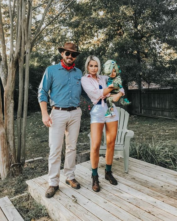 50+ Halloween Family Costume Ideas to Make us Look Even Gorgeous - Gravetics