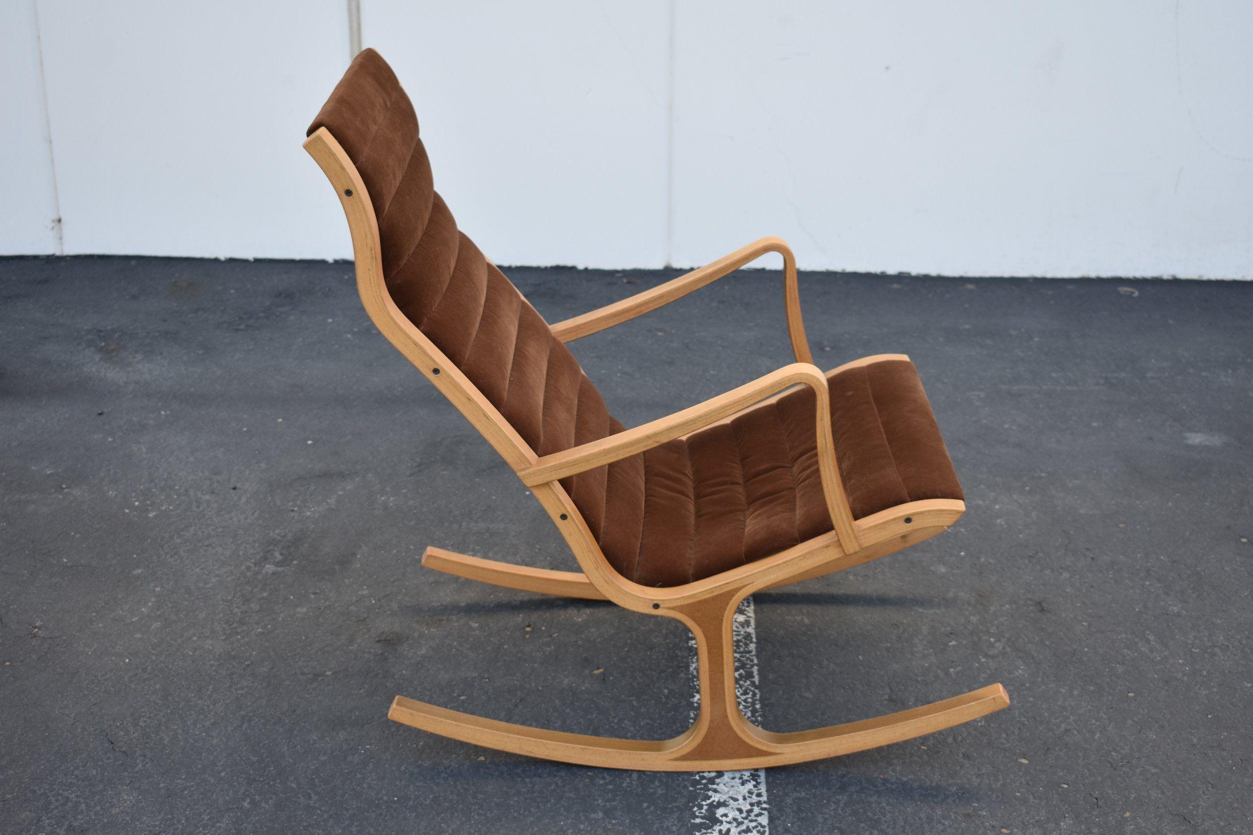 Ergonomic rocking chair designed by Mitsumasa Sugasawa for