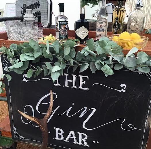 Evening Wedding Reception Food Ideas: Stylish (& Helpful) Signage For Your Wedding Day