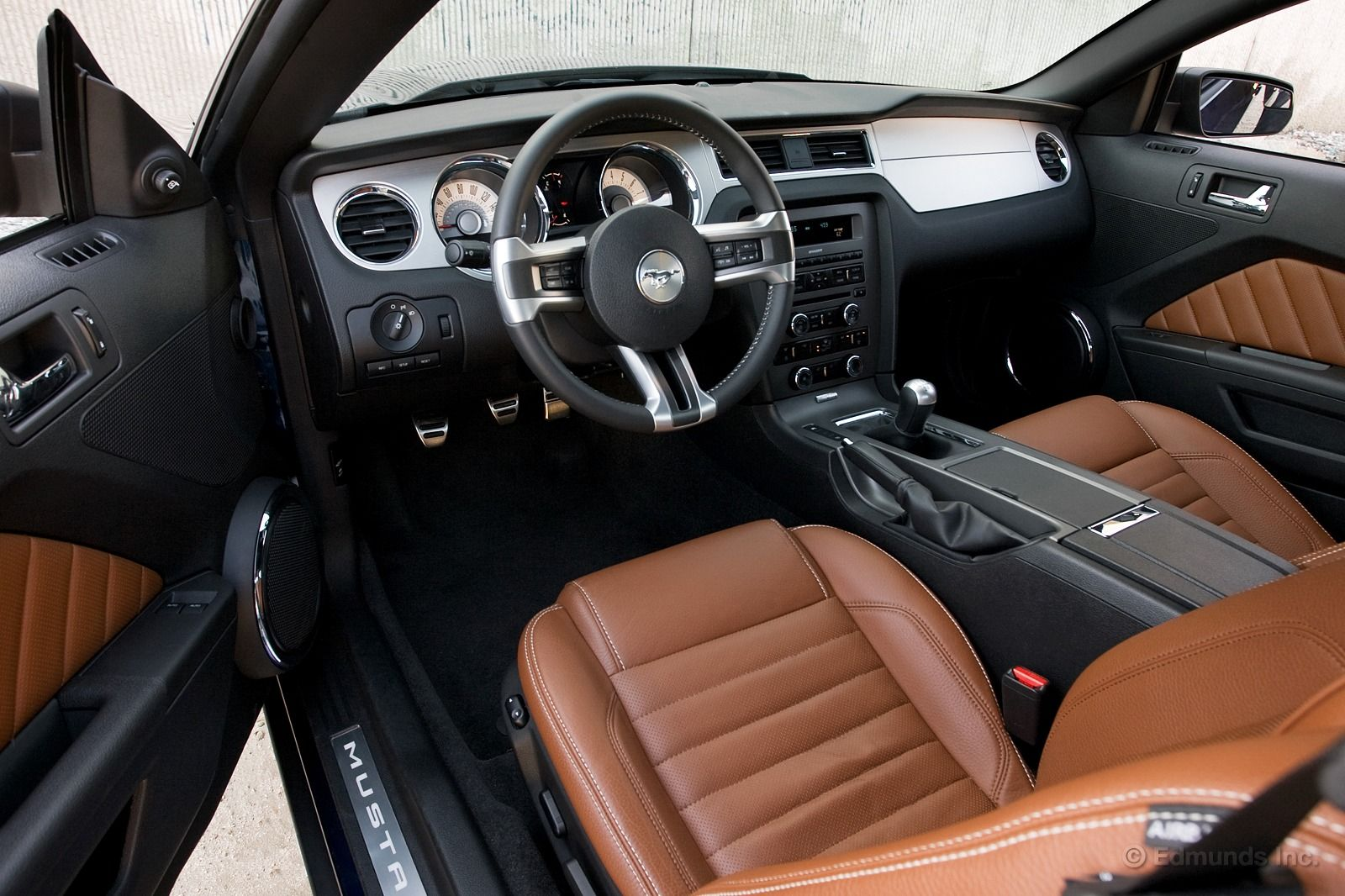 Colour Palette Mustang Interior Saddle Leather Brown Interior
