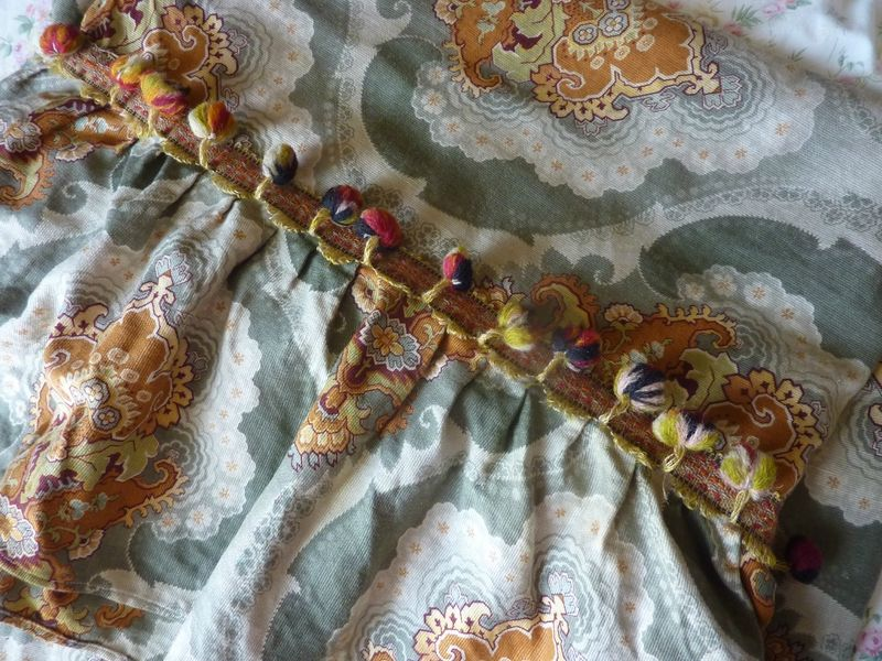 sur www.lagrandegoule.fr Vente de tissus anciens, dentelle, mercerie, etc, etc