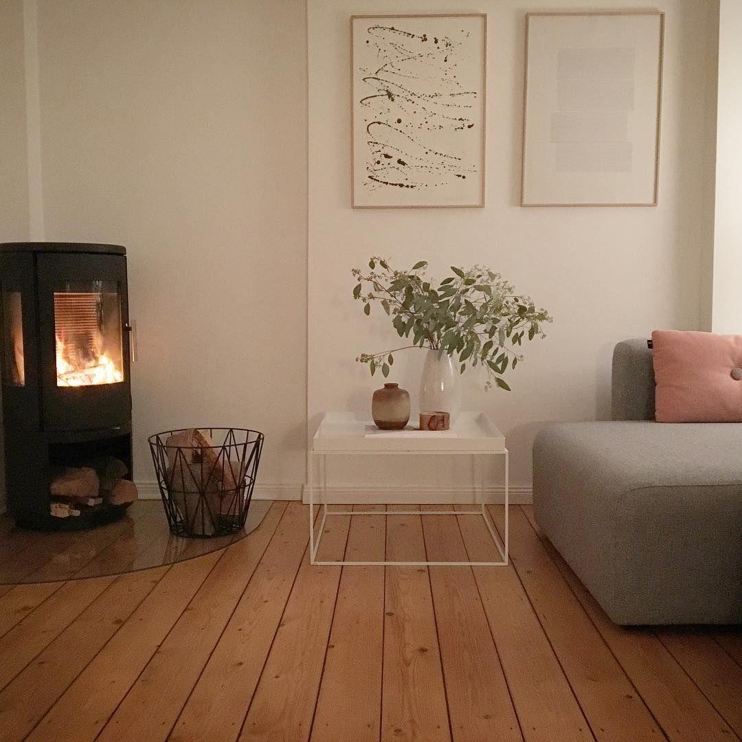 Wohnzimmer Minimalismus Kamin Holz Weiß Schmasonnen