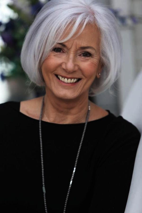 30 Best Short Hairstyles for Women Over 50 - FeminaTalk -   6 hairstyles Corto capas ideas