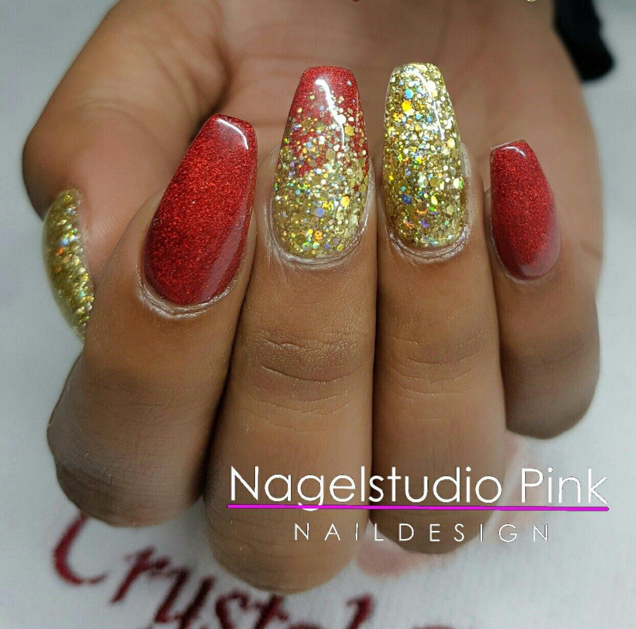Jingle Bell Feeling!  #crystalnails #veralangeslag #nagelstudiopink #arnhem #crystalac #nailart #nails #salonnailart #glitterheaven #urbannails #christmas