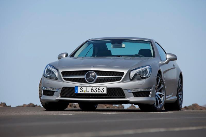 Mercedes-Benz SL 63 AMG. Fuel consumption combined: 9,9 l/100km, CO2 emissions combined: 231 g/km. #MBCars