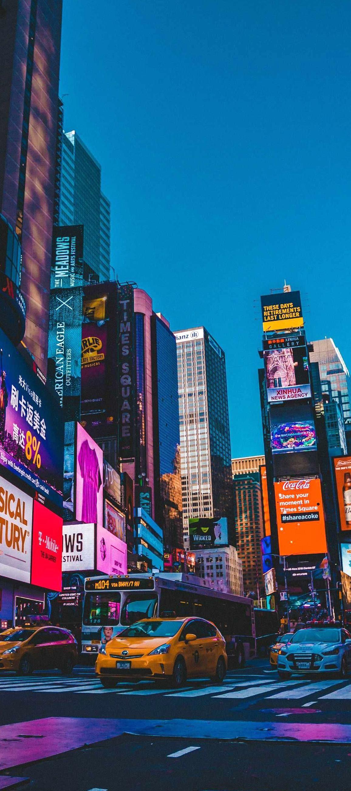Fondo De Pantalla De Celular Que Tiene La Ciudad De Nueva York Iluminada Con Colores Brillantes Stunning Wallpapers Best Iphone Wallpapers New York Wallpaper