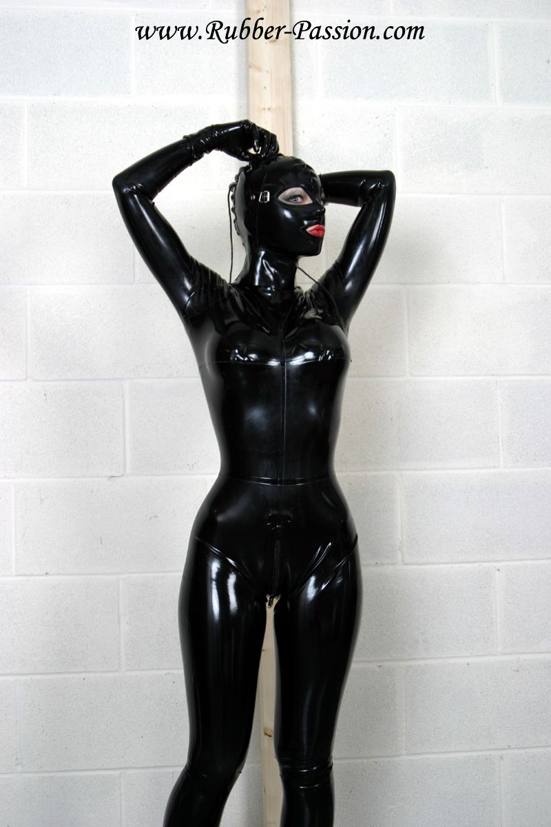 Проститутка латексная маска фото 674-620