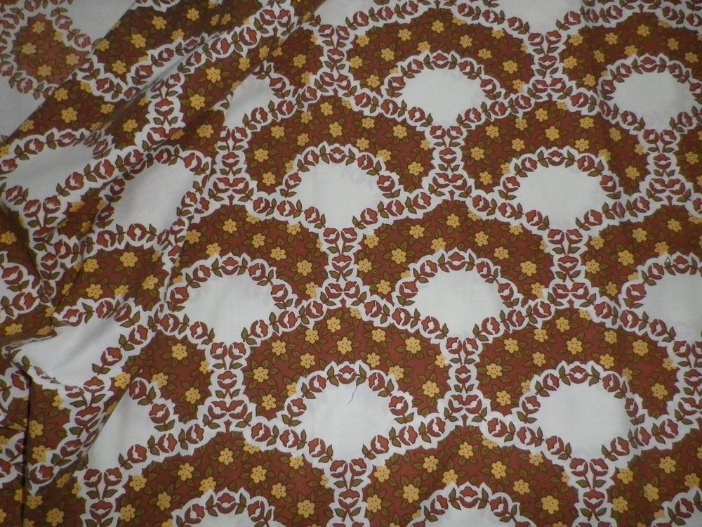 Vintage 1970 s 80 s Poly-Cotton Fabric Retro Brown White Daisy Pattern