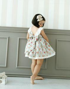 Paso a paso detallado para coser el Everyday Dress. Un vestido veraniego y muy fácil de coser. Apto para principiantes.
