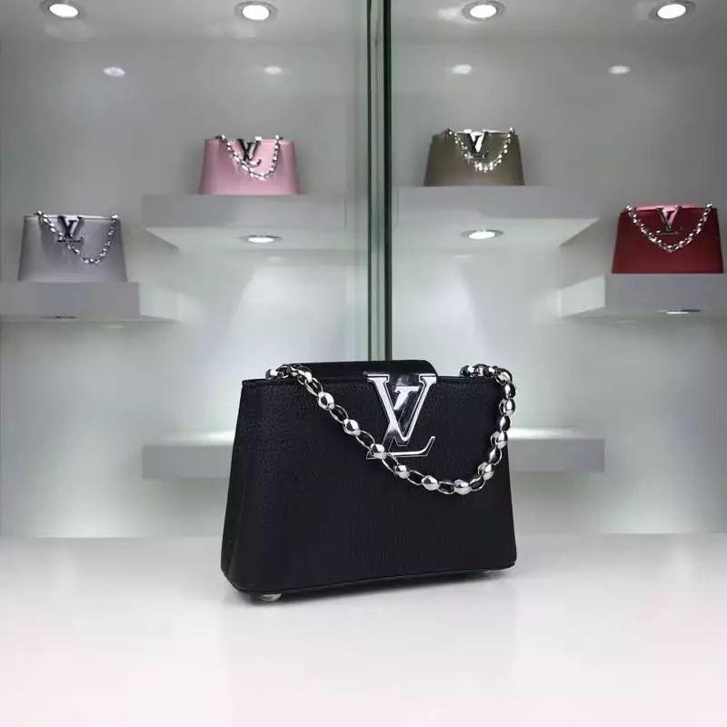 b50bb850d6 Louis Vuitton Vernis Lisse Louise Clutch with Chain | Louis Vuitton | Louis  vuitton, Louis vuitton crossbody, Louis vuitton handbags