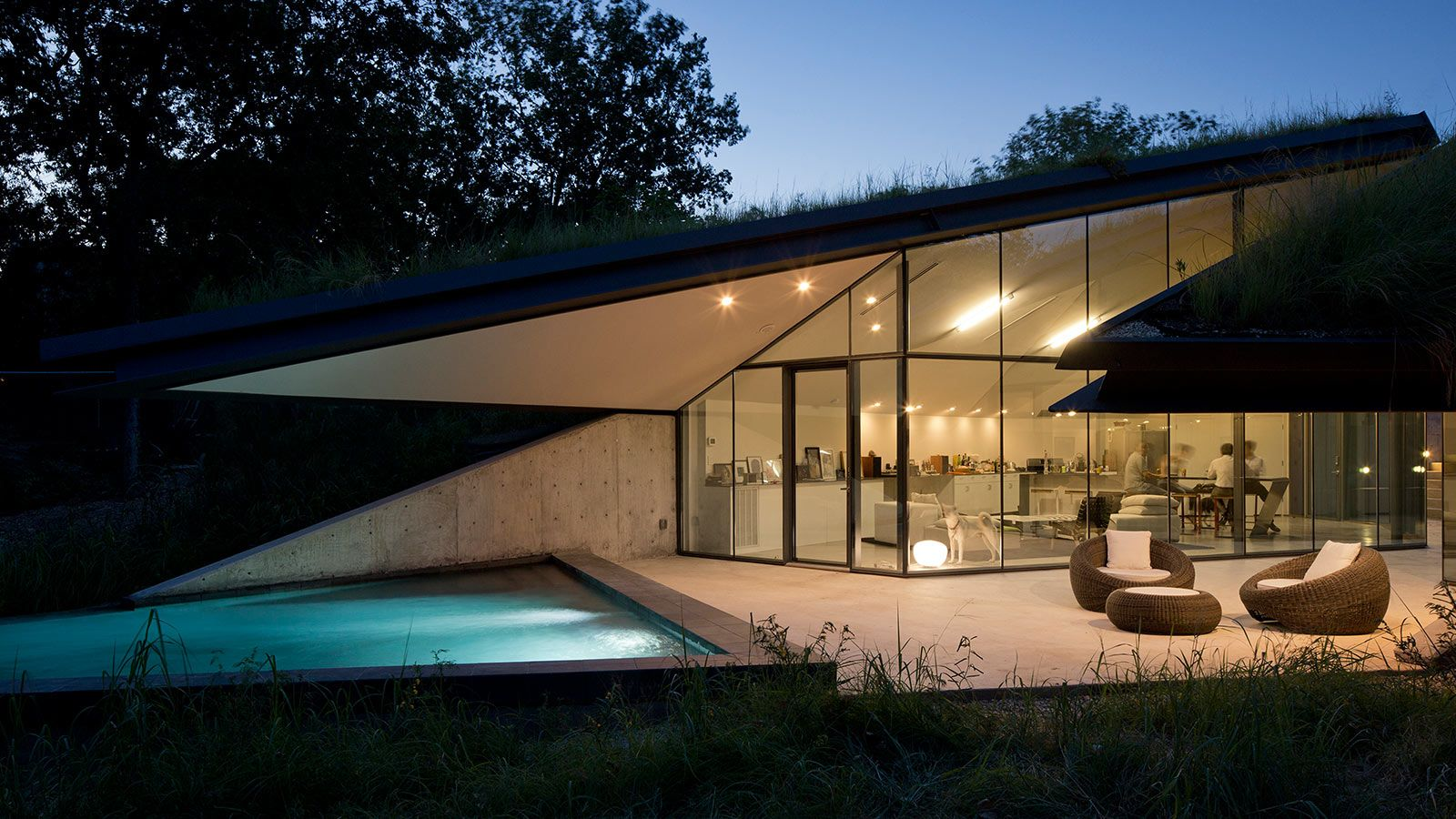 Edgeland Residence A Futuristic House With A Smart Pool Fit For A