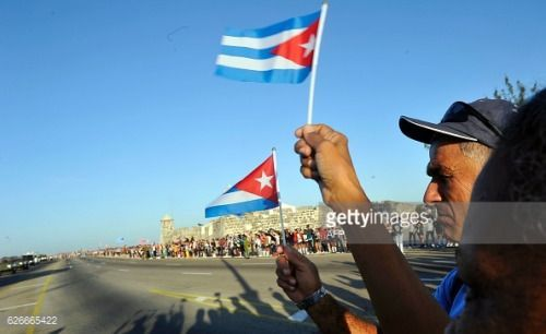 People wait to see the urn with the ashes of Cuban leader Fidel... #depanne: People wait to see the urn with the ashes of Cuban… #depanne #cubanleader People wait to see the urn with the ashes of Cuban leader Fidel... #depanne: People wait to see the urn with the ashes of Cuban… #depanne #cubanleader