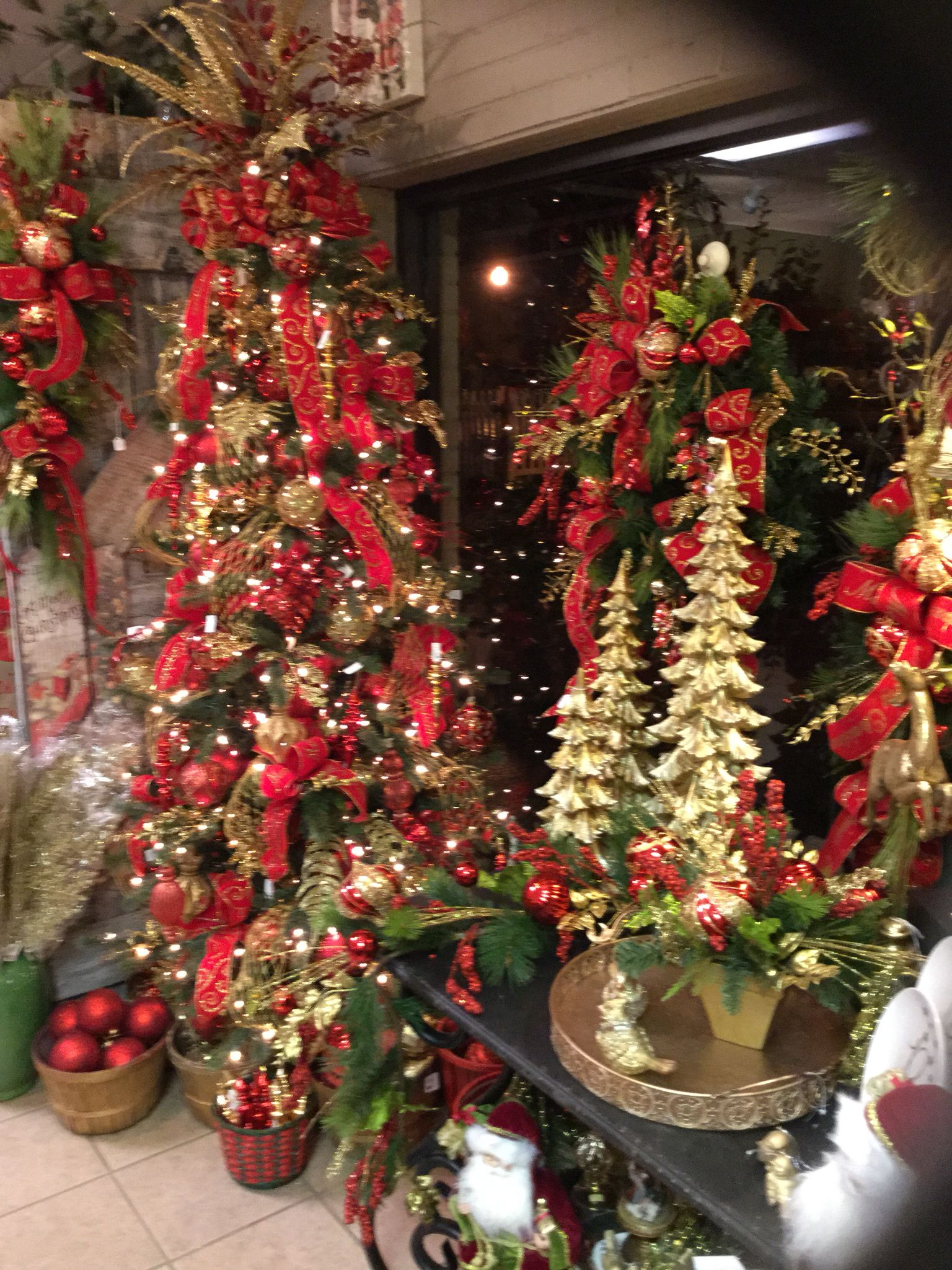Red and gold tree | Tis the Season | Pinterest | Gold ...