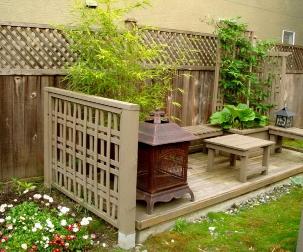Garten Sichtschutz holz gitterzaun bambuspflanzen gartenbank ...