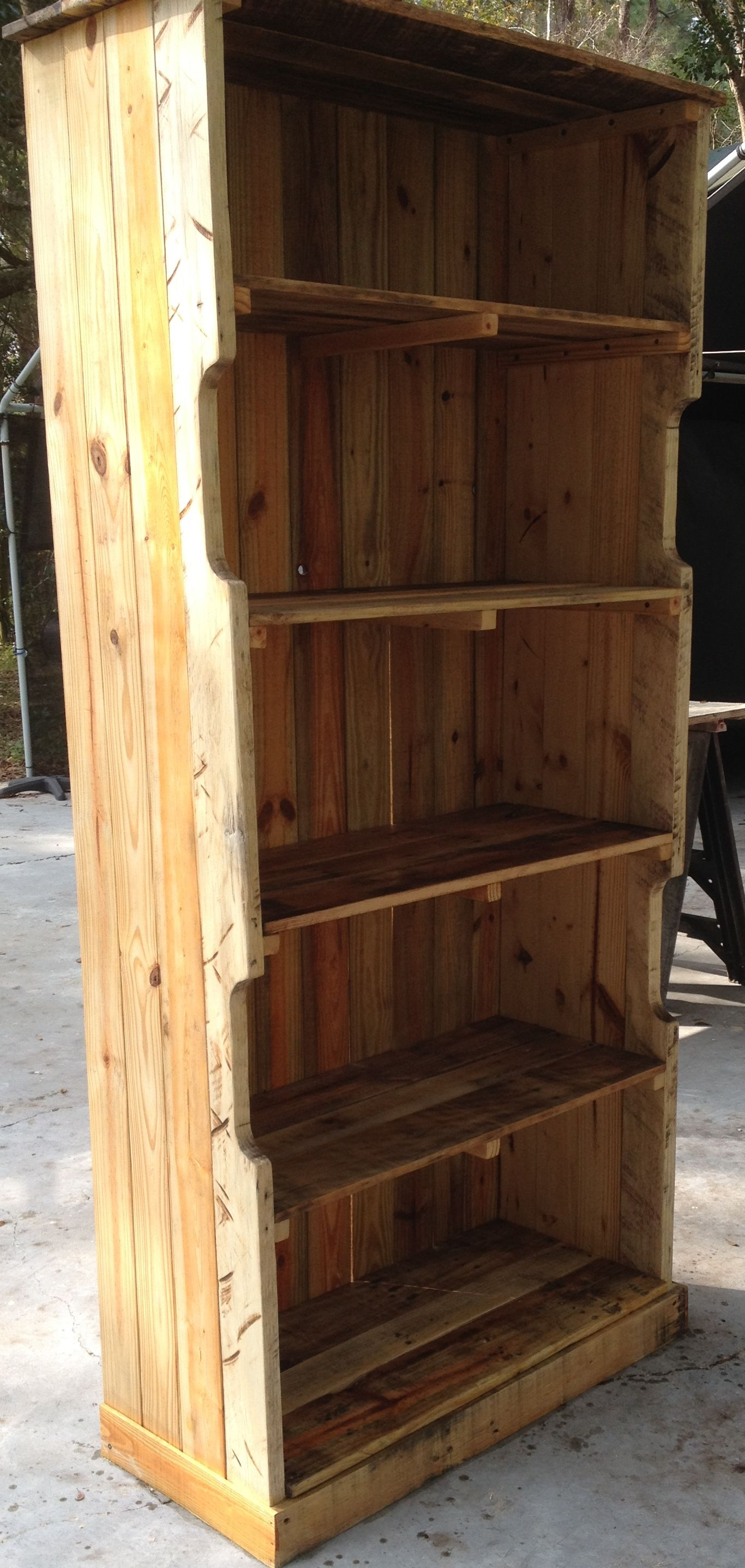 handcrafted pallet wood bookshelf, beautiful and green!