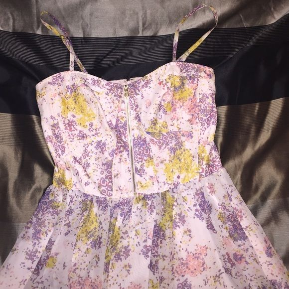 47a442b6a0 GUESS Multicolor A-Line Dress Floral multicolor dress from Guess. Spaghetti  straps and a