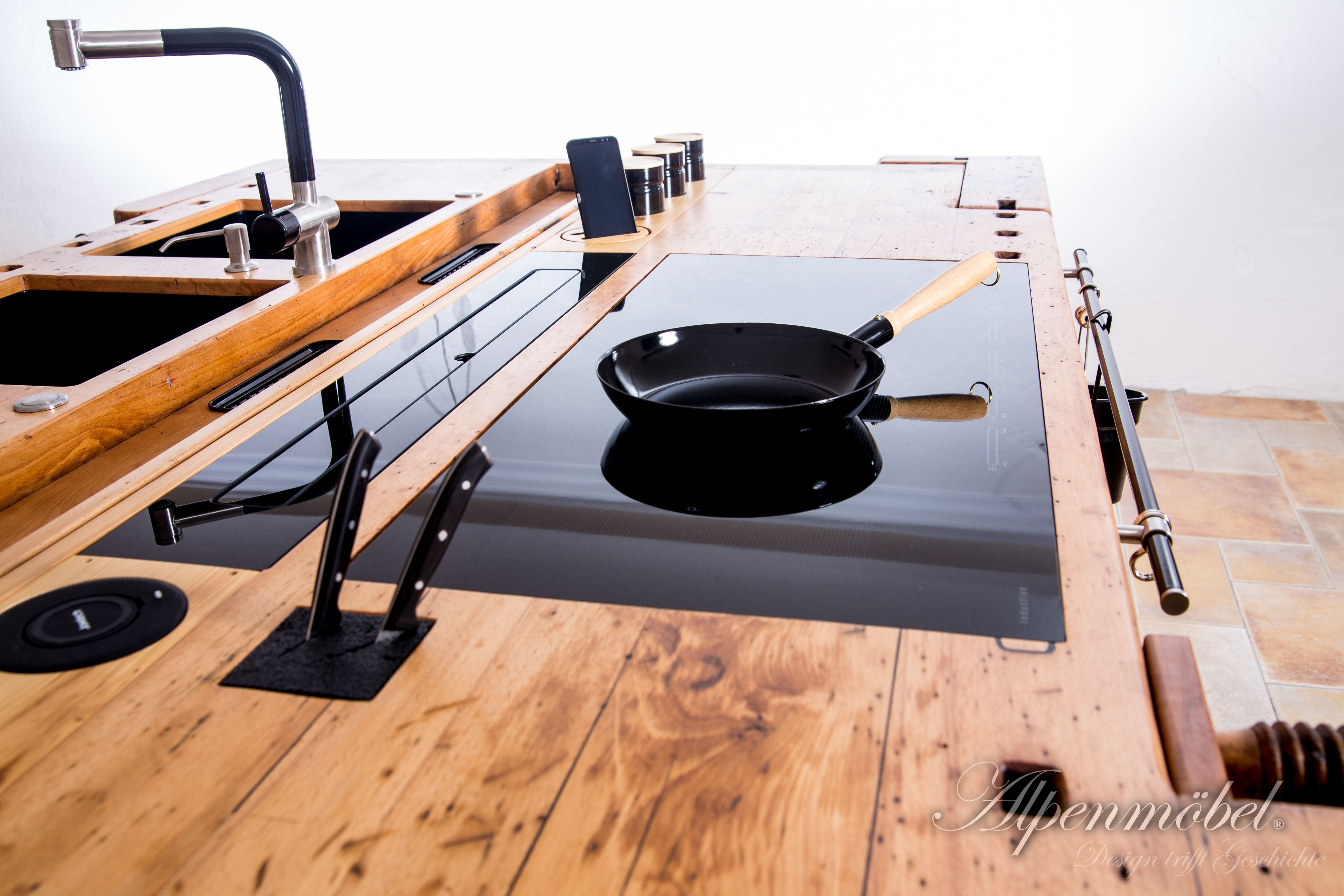 Induction Hob Combined With Old Wooden Worktop Induktions Kochfeld Kombiniert Mit Altholz Arbeitsplatte Altholz Arbeitsplatte Mobel Holz Design