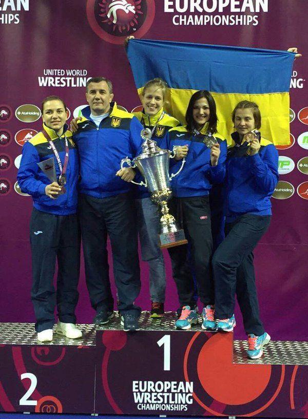 На чемпіонаті Європи з боротьби наша жіноча збірна посіла 1 командне місце!