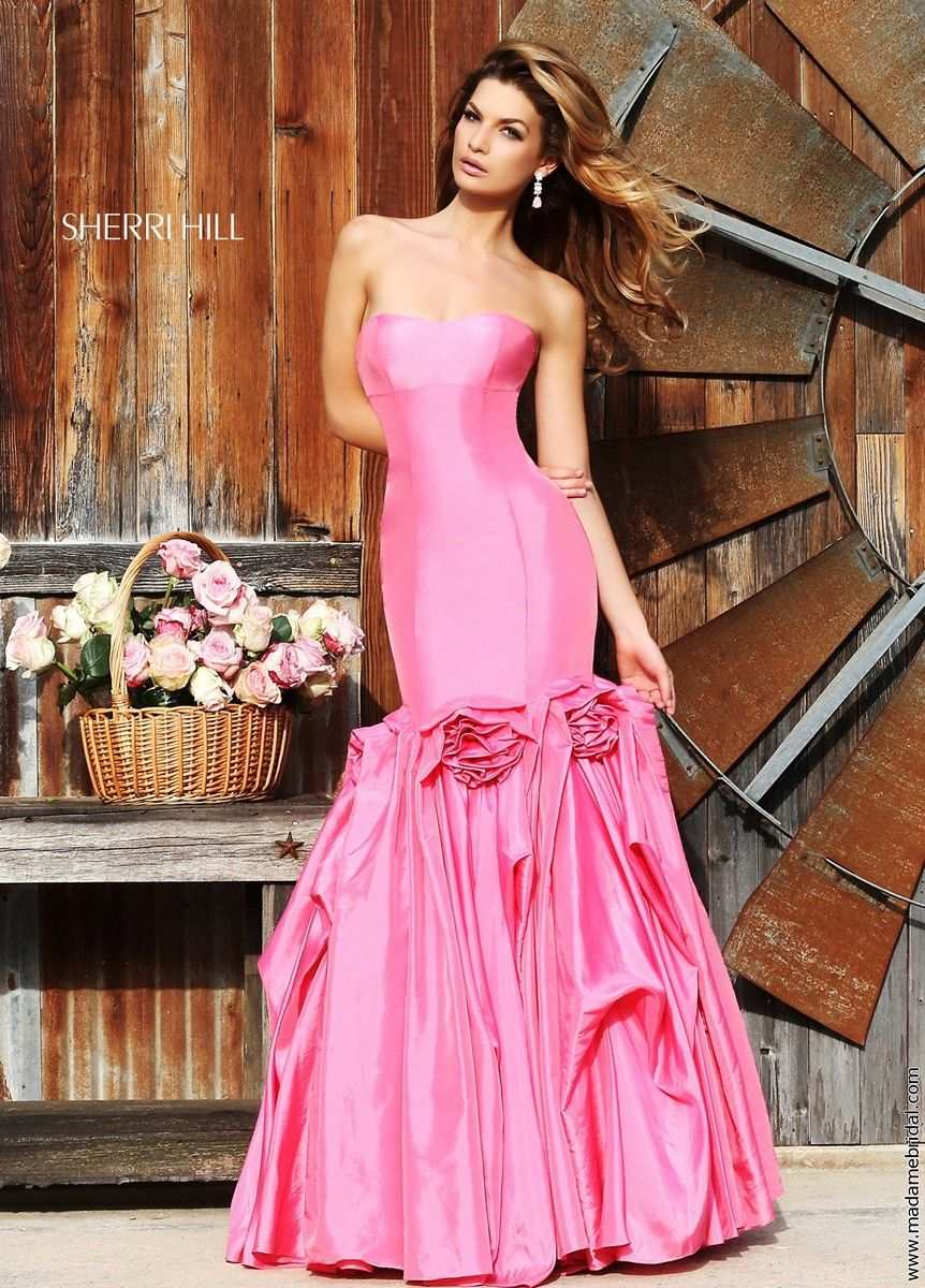 Showcase those voluptuous curves through the figure-kissing mermaid  silhouette of Sherri Hill 32235 prom. Pink Prom DressesDress ...